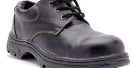 sử dụng giày bảo hộ